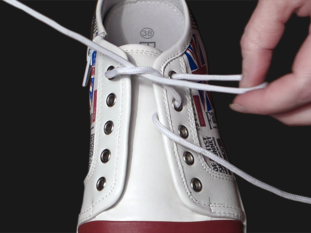 4_Ukrainian_Lacing_Step3a